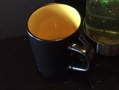Farbe Gelb, Tasse