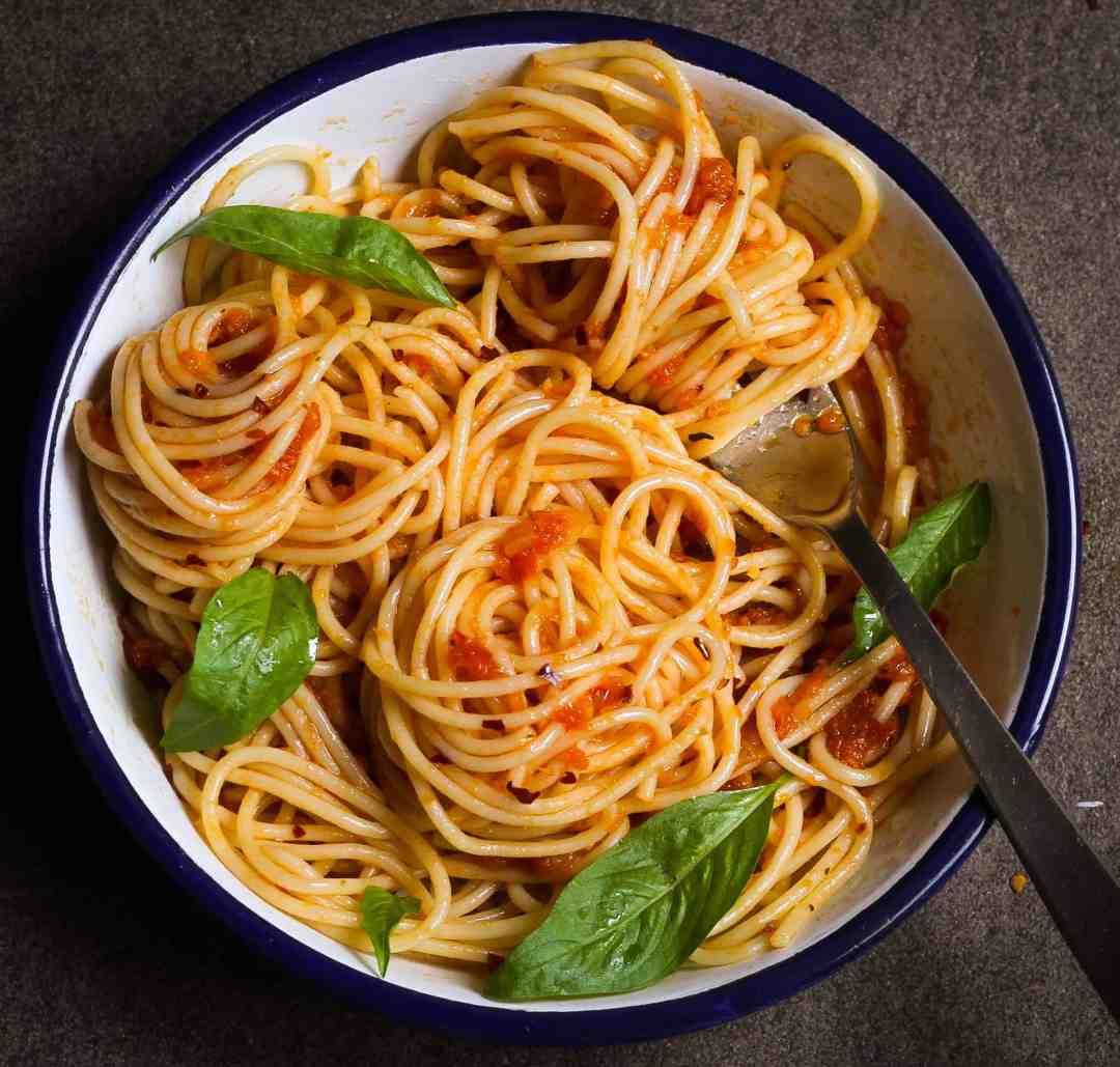 Simple Tomato Sauce with Spaghetti