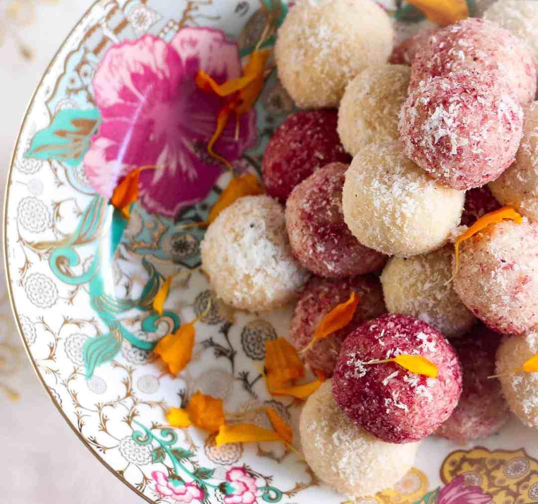 Easy Coconut Ladoo | Nariyal ka Ladoo