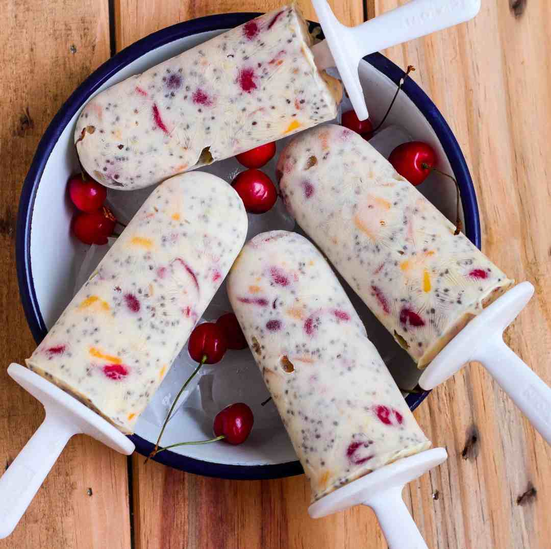 FRUITY CHIA SEED POPSICLES healthy easy recipe summer icecream summer fruits