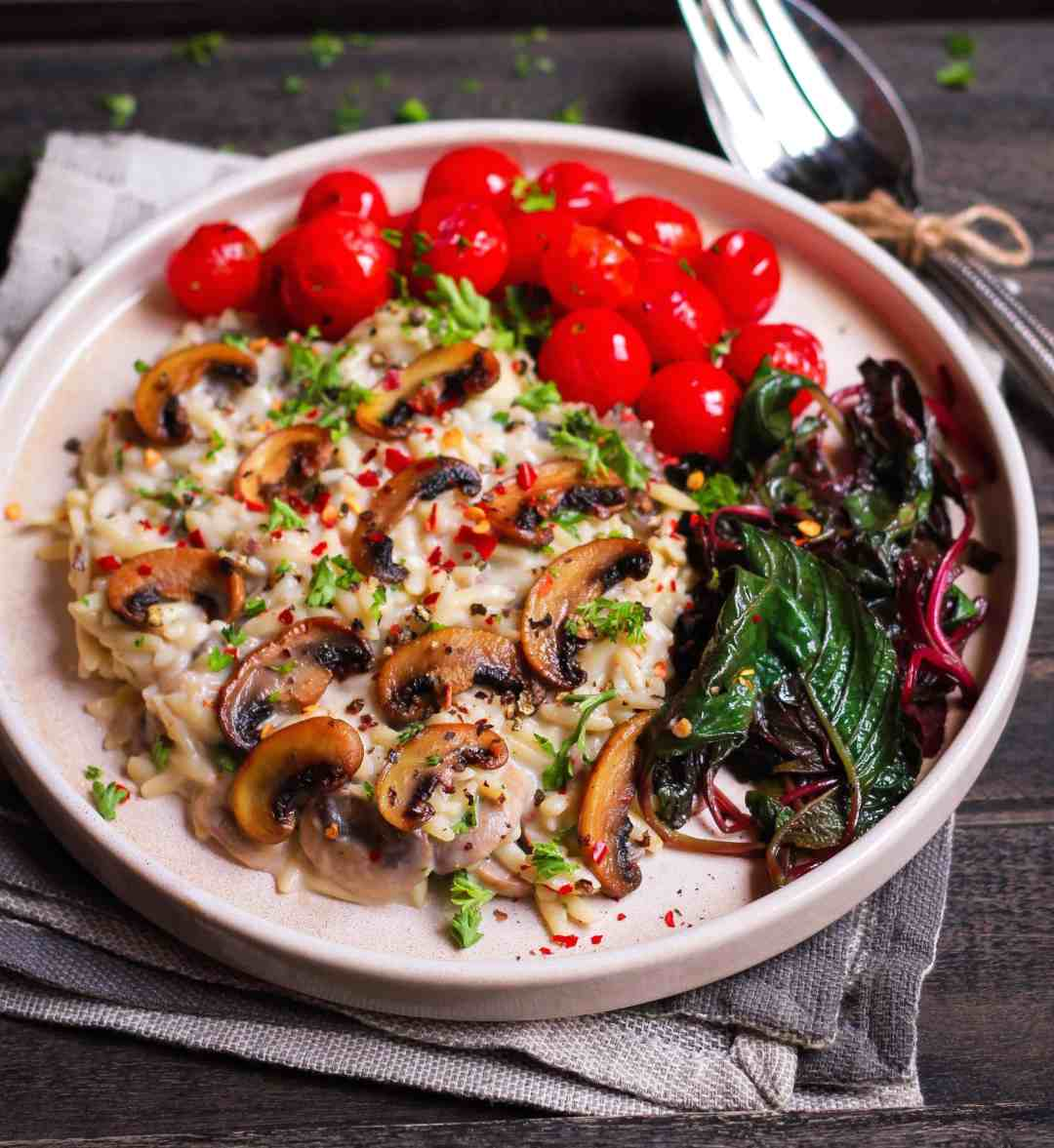 Pasta in Creamy Mushroom Sauce Easy vegan recipe