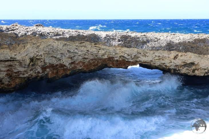 Curaçao Travel Guide: Natural limestone bridge in Shete Boka National Park