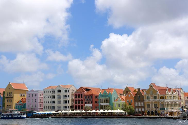 Colourful Dutch-style buildings line the iconic Handelskade in Willemstad, the capital of Curaçao.