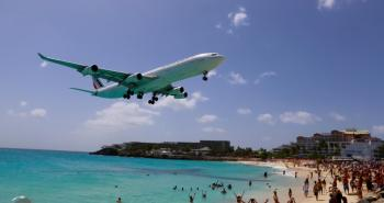 Air France flight on final approach to Sint Maarten airport, flying low over Maho Beach.