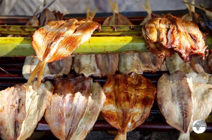 BBQ fish at a roadside fish market.