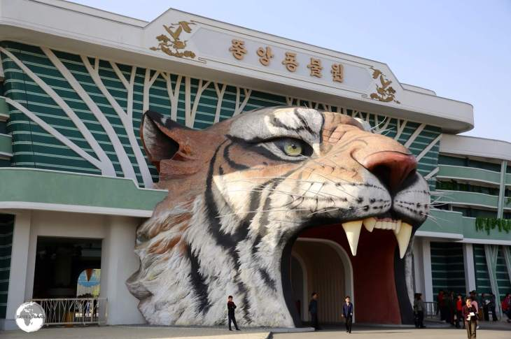 The entrance to the Pyongyang Central zoo at Mt. Taedong.