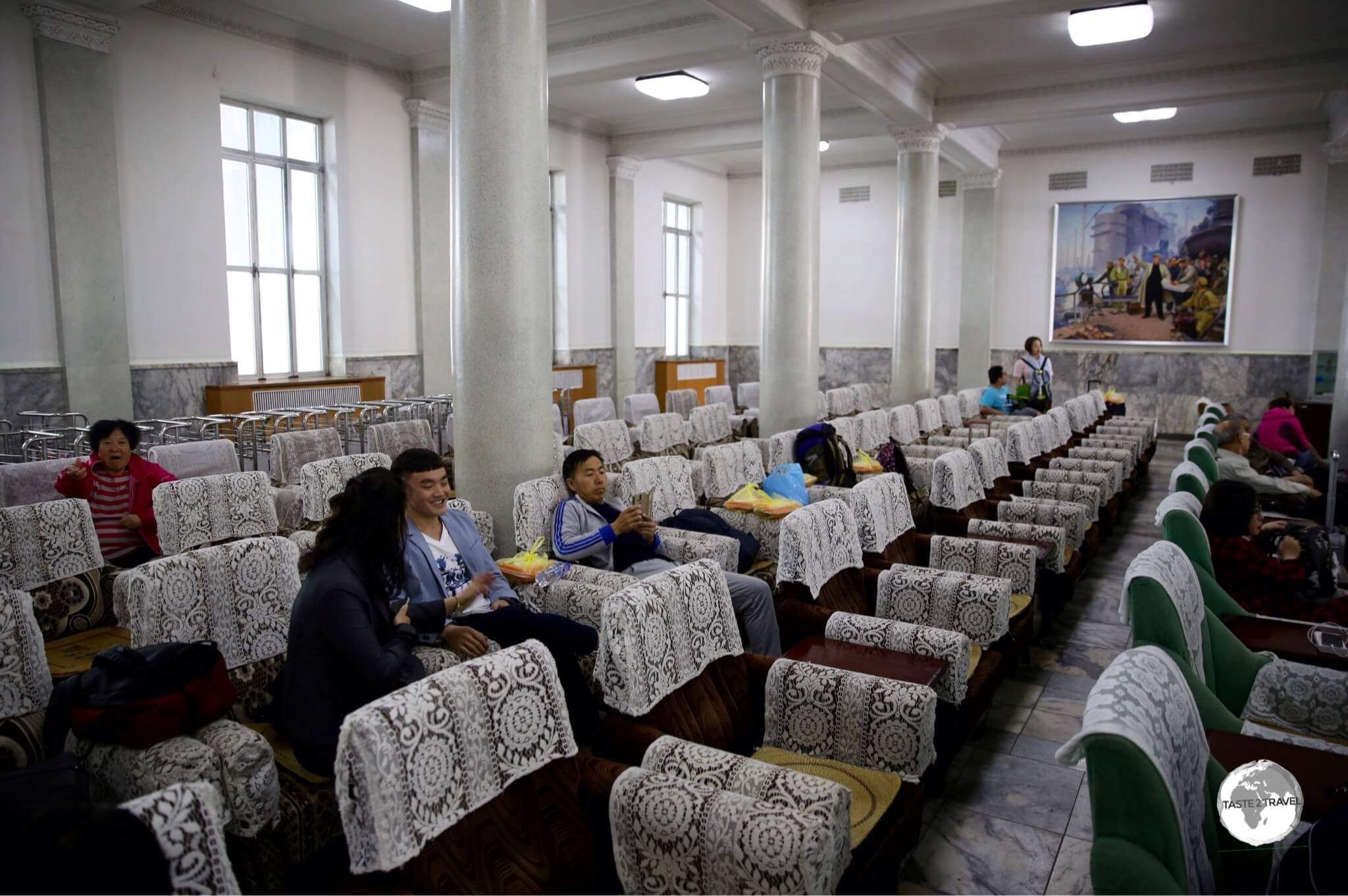 The waiting room at Pyongyang railway station.