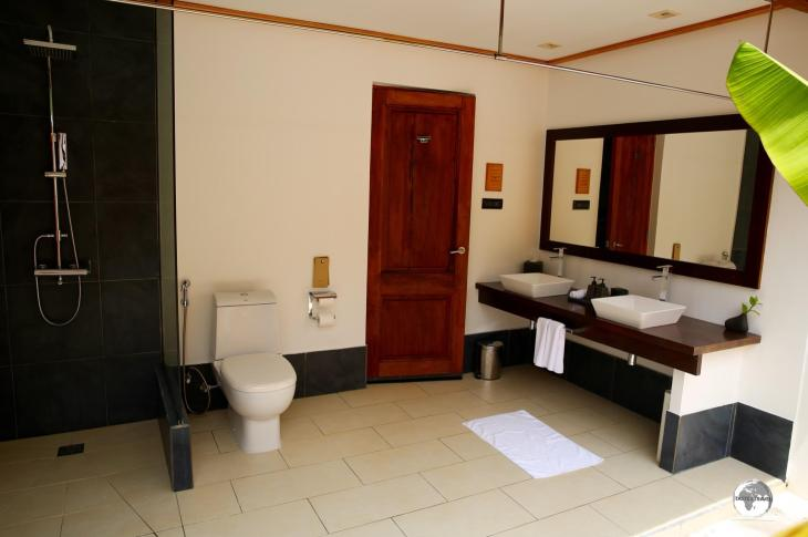 My semi-outdoor bathroom at Vilamendhoo, well-ventilated and spacious.