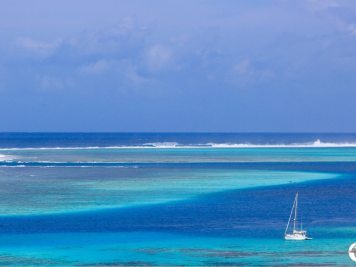 French Polynesia Travel Guide: The dazzling blue waters of the Moorea lagoon.