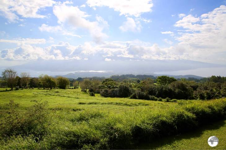 Belvédère de Taravao offers sweeping views of Tahiti Nui and Iti.