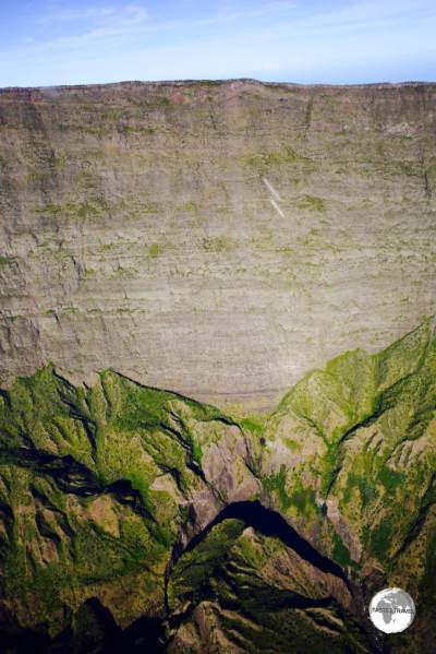 My helicopter flight provided an alternative view of the Cirque de Mafate and Maïdo, which is located on top of the cliff.