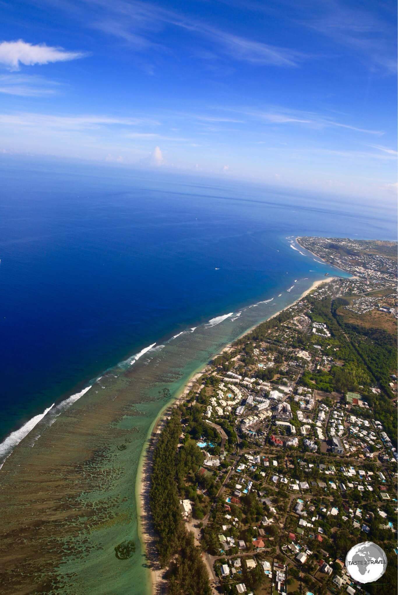 Thanks to its lagoon, the west coast is the one stretch of coastline which offers protected swimming.