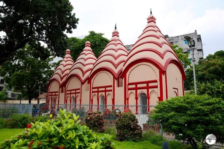 The Shiva temples in Dhakeshwari Mandir.