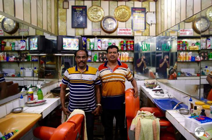 The excellent barbering duo at the 'Patuatuli Five Star Salon' at Bongo Bazar.