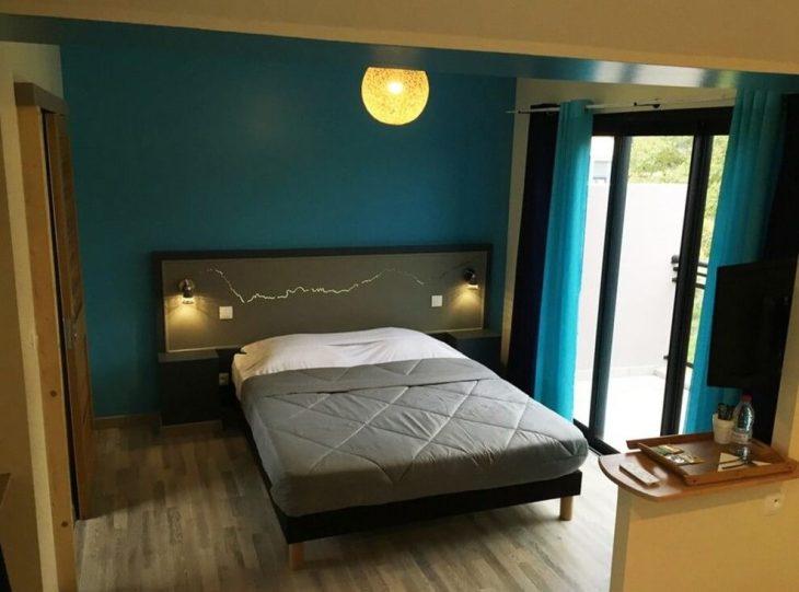 My stylish room at the very contemporary <i>La Villa Kazuera</i> in Cilaos.