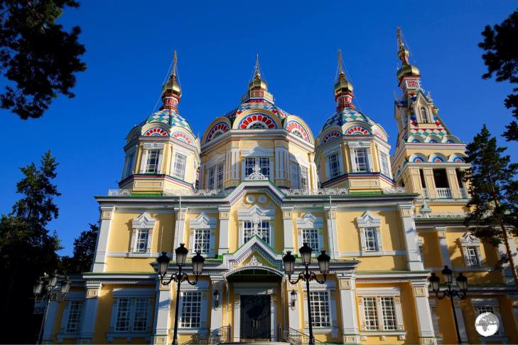The five-domed, three-aisled Ascension Cathedral is one of the largest wooden buildings in the world.
