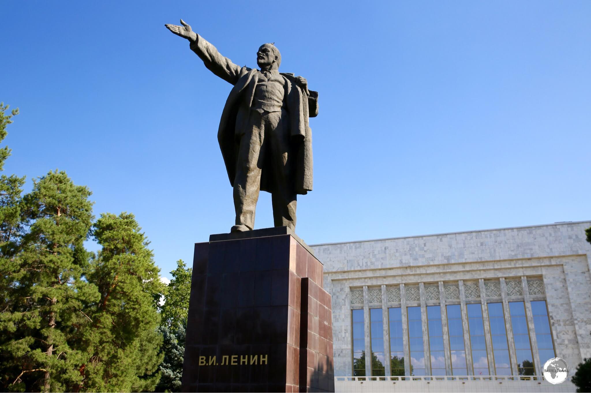 Lenin in Bishkek's Ala Too square.
