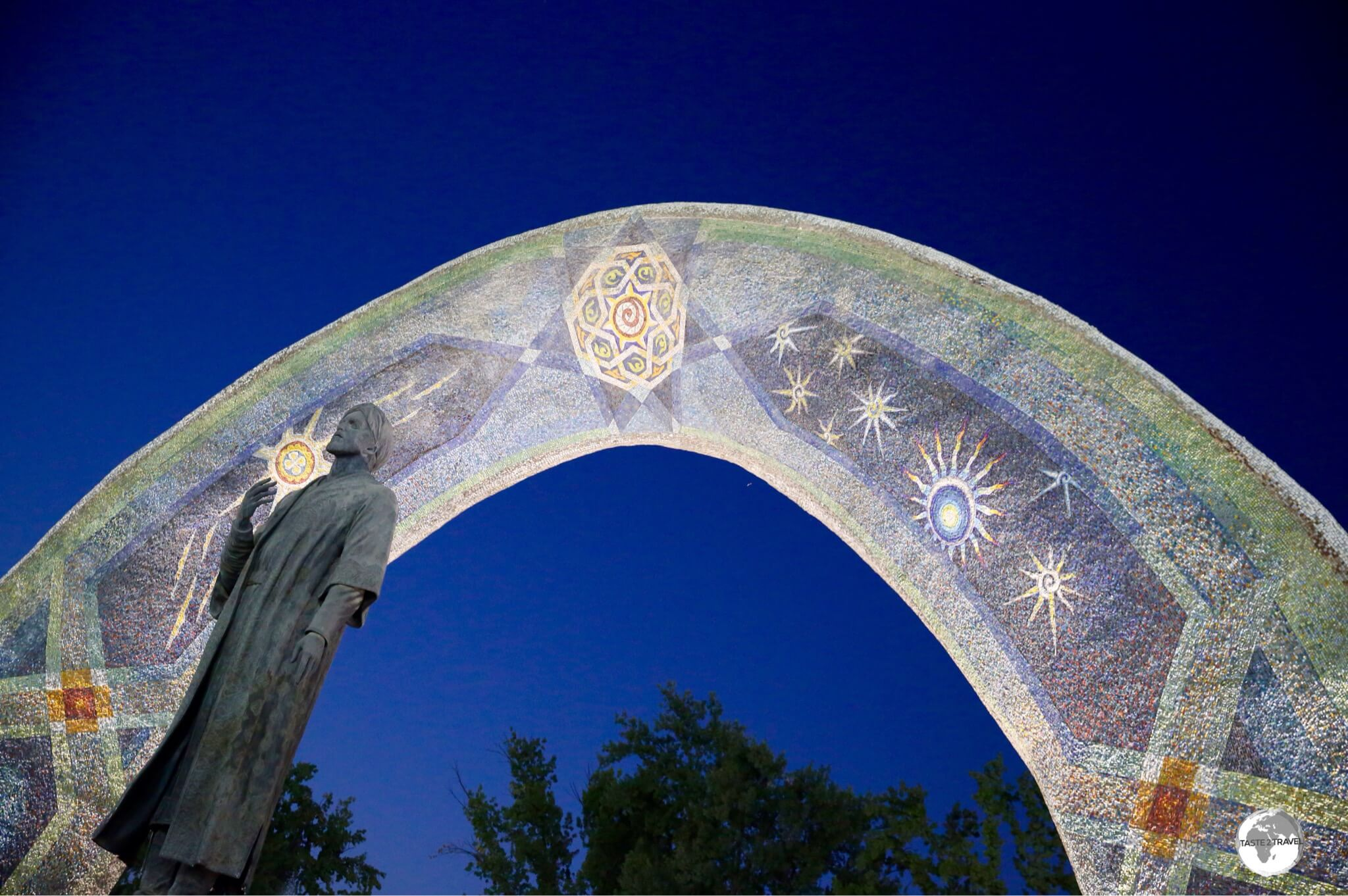 Located in Rudaki park, a statue of Rudaki stands in front of a beautiful mosaic archway which features astronomical bodies.