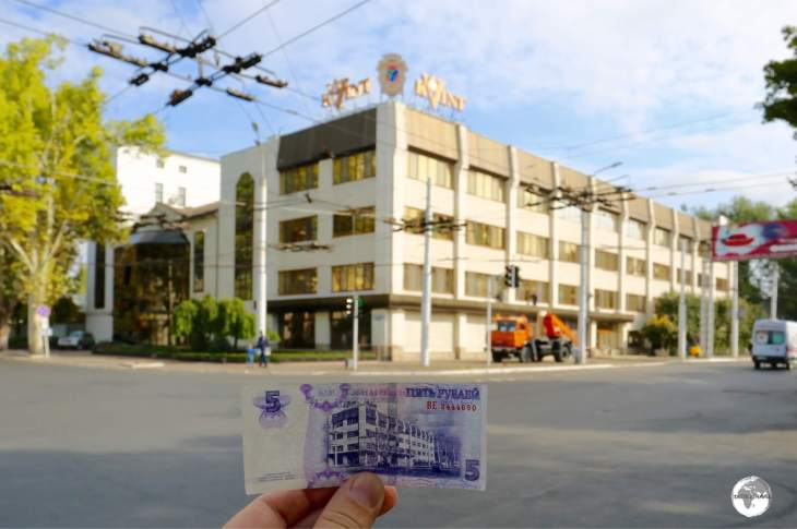 The headquarters of the Kvint distillery is featured on the back of the 5-ruble note.