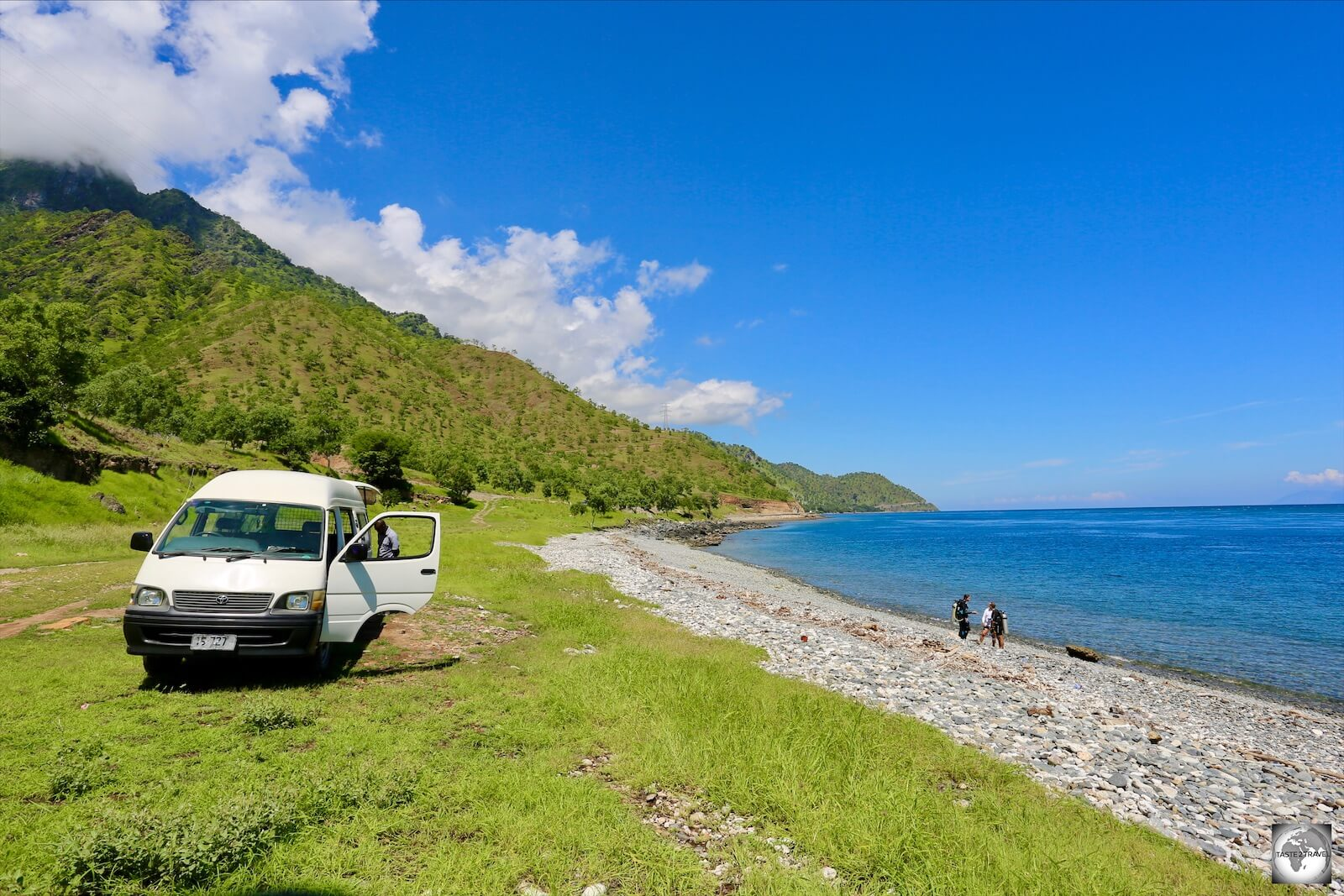 A view of the Dive Timor van parked on the beach at the 'Dirt Track' dive site.