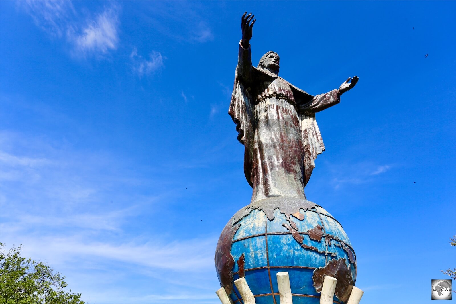 The iconic statue of Cristo Rei, which is located on the summit of Cap Fatucama.