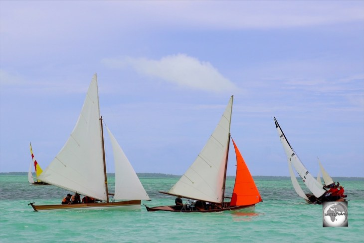 A very competitive race as the different Jukong teams round one of the buoys.