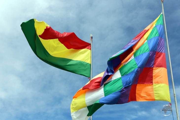 The official Bolivian flag and the multi-coloured 'Wiphala of Qulla Suyu', the official variant flag of Bolivia and a symbol for the indigenous people of the Andes.