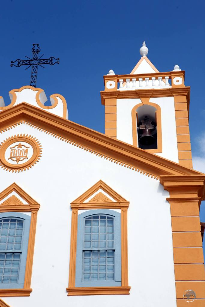 Located in Florianópolis, the Church of Our Lady of Lapa, which was built from stone, lime and whale oil, was built by slaves for slaves.