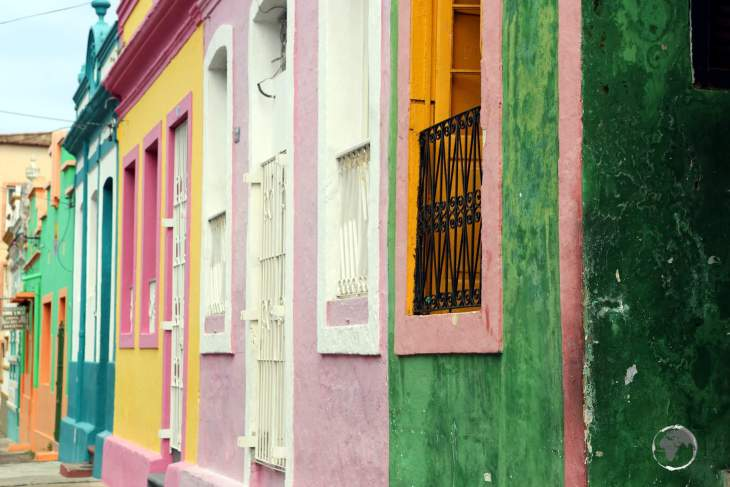 Originally a centre for the sugarcane industry, historic Olinda is now known as an artists' colony, with many galleries, workshops, museums and brightly painted houses.
