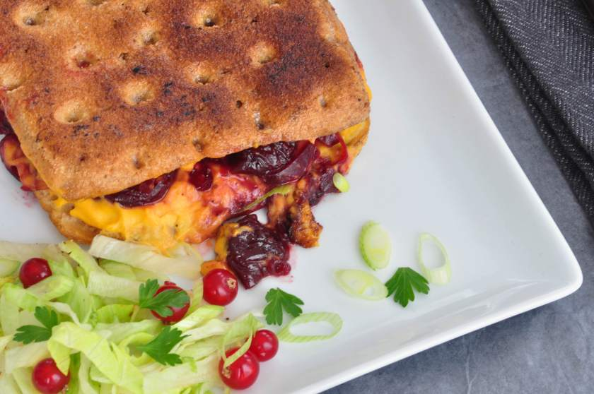 Toast_with_cheese_sauce_cherry_relish_and_sichua_pepper_2