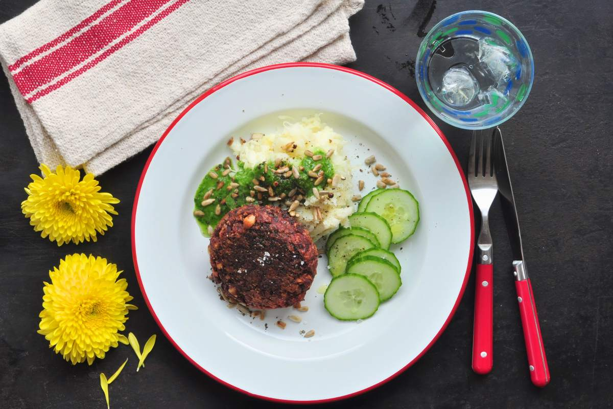 Glutenfree_beetroot_pattie_with_herb_oil_and_mashed_potatoes