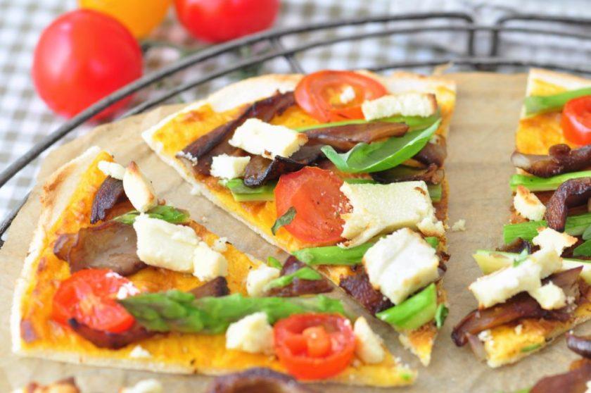 Cassave_pizza_met_kaassaus_en_groenten_2-1