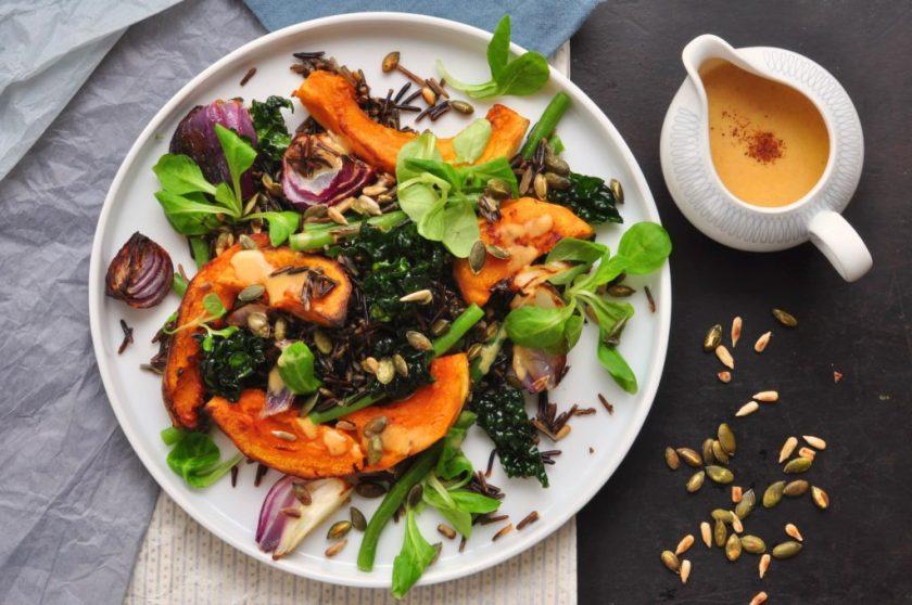 The_new_green_salad_salade_met_wilde_rijst_en_geroosterde_pompoen_1