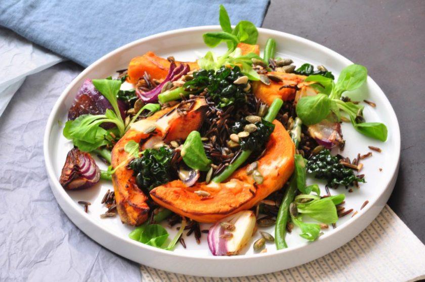 The_new_green_salad_salade_met_wilde_rijst_en_geroosterde_pompoen_2
