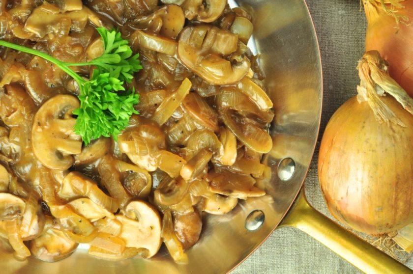 mushroom_sauce_with_oat_cream_closeup