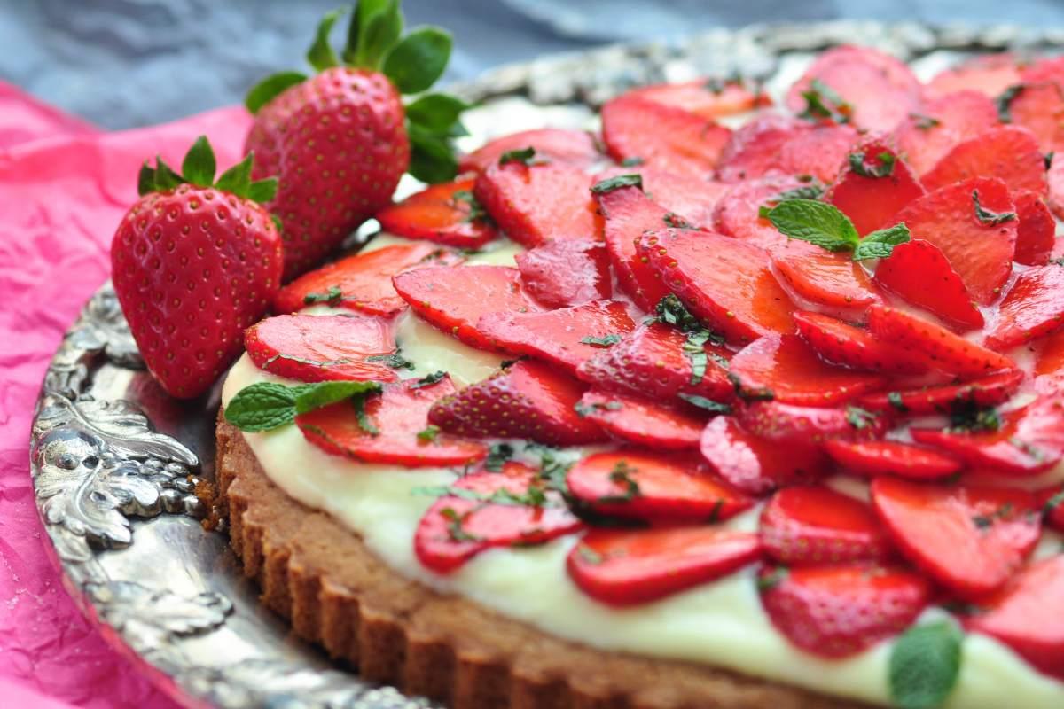 Strawberry_cake_with_limonchello_cream