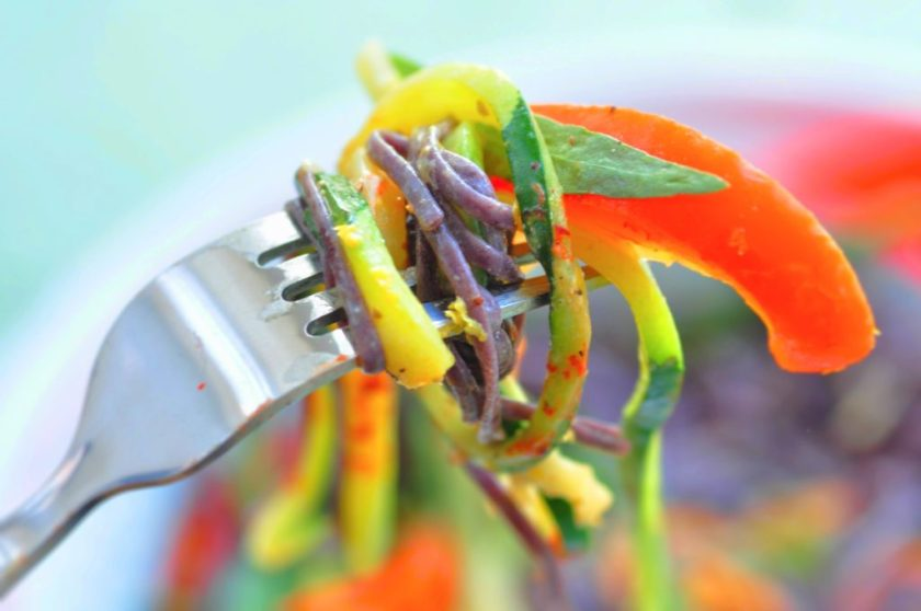Svart_pasta_med_krispiga_grönsaker_och_glasört_2