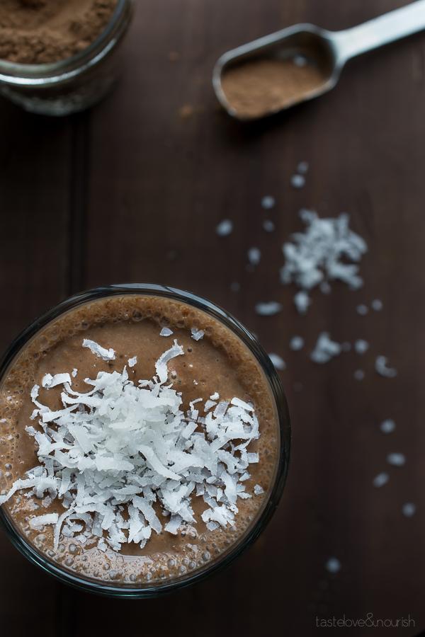 Almond Joy Smoothie | @tasteLUVnourish | #almondjoy #smoothie #chocolate #healthy @lovemysilk