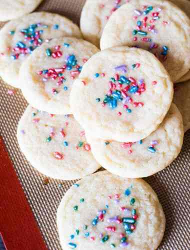 oft, chewy sugar cookies that tastes just like Pillsbury. A quick under 30-minute cookie recipe with no refrigeration required.