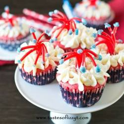 Make a bang at your July 4th party with these Twizzler Firecracker Cupcakes! These patriotic treats are fun, edible craft for kids to make.