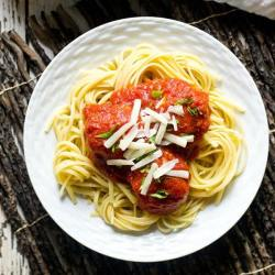 Get the classic chicken parmigiana flavor in Chicken Parmesan Meatballs. Made gluten free and sugar free for a high protein, healthy dinner.