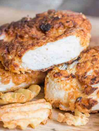 Here is how to make buttermilk fried chicken! Soak chicken breasts in buttermilk, dip in flour coating and then fry in a pan for tender, juicy chicken.