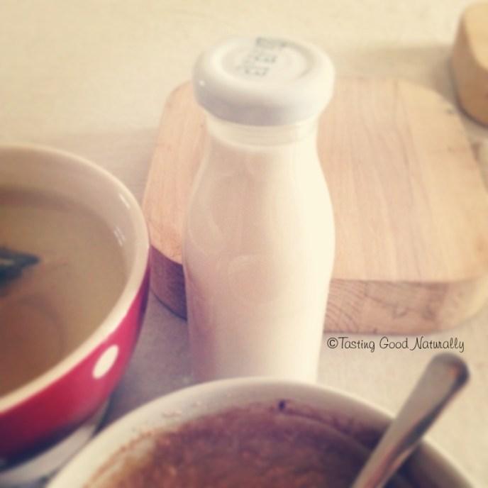 Tasting Good Naturally : Envie de faire du lait d'amande maison ? Découvrez une délicieuse recette de Lait d'amandes et crème d'amandes maison #vegan super simple à faire ! C'est par ici !
