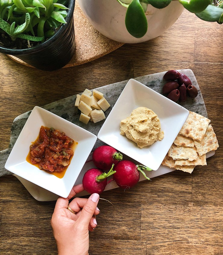 Snack platter-healthy fats in olives