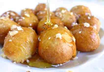 Συνταγή Παραδοσιακοί λουκουμάδες με μέλι και καρύδι