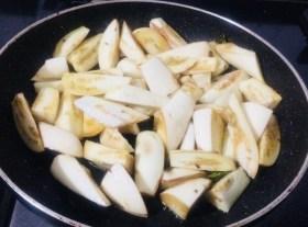 IMG_7987-300x222 Nutty Brinjal Stir Fry