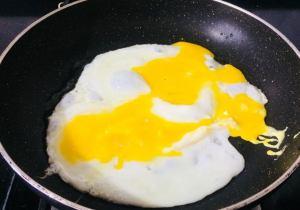 SVOM7273-300x210 Egg and Vegetable Hakka Noodles