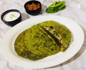 UIPE1130-300x245 Indian Spinach Flat Bread Stuffed with Cottage Cheese/Palak Paneer Paratha