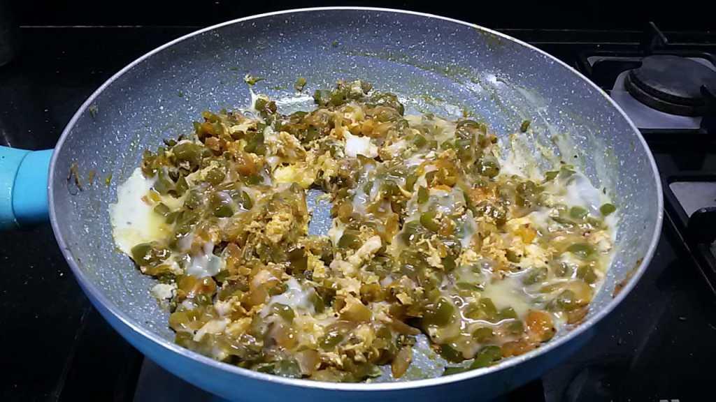 ILWM3801-1024x576 Scrambled Eggs with Green Peppers/Capsicum Egg Bhurji