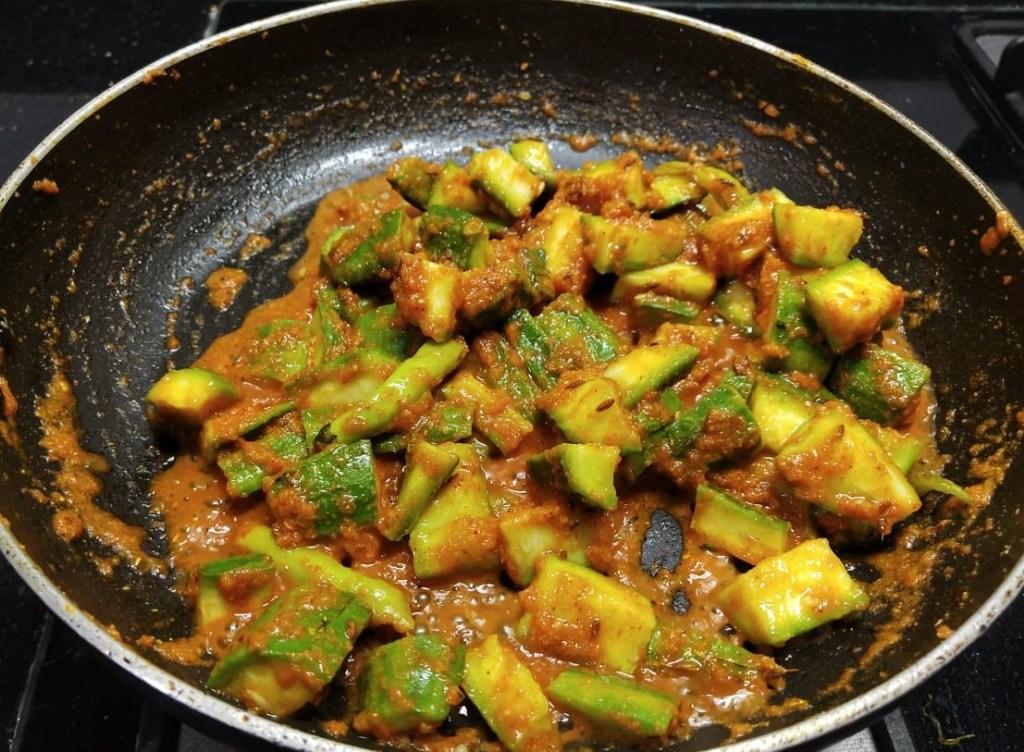 LODE2908-1024x752 Ridge Gourd and Brinjal Curry/ Thurai Baingan Ki Subzi